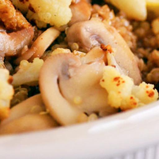Quinoa salteada con verduras y champiñones